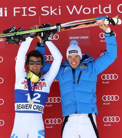 Matteso Marsaglia (sinistra) e Christof Innerhofer festeggiano il primo back-to-back azzurro nella velocità in quasi 18 anni (AP Photo/Alessandro Trovati)