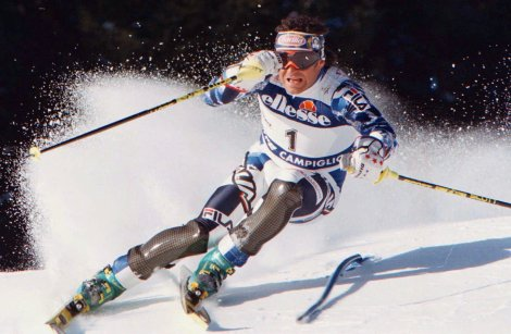 Tomba impegnato nella prima manche dello slalom di Madonna di Campiglio del 17 dicembre 1996 (AP Photo/Armando Trovati)