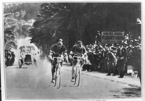 Costante Girardengo (sinistra) e Alfredo Binda impegnati in gara (foto www.blog.wilier.it)