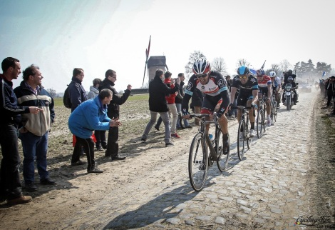 Fabian Cancellara in testa al gruppo sul pavè della Parigi-Roubaix vinta ieri (Photo Marketa Navratilova/Cor Vos)