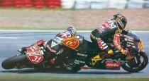 """Il contatto """"incriminato"""" tra Capirossi (65) e Harada (31) all'ultima curva del GP d'Argentina 1998: Capirex è Campione del Mondo per la terza volta"""