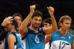 Papi festeggia la vittoria sulla Russia alle Olimpiadi di Atene 2004 (foto FIVB)