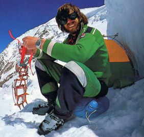 Reinhold Messner durante l'epica scalata dell'Everest, fotografato da Habeler (Photo Rolexblog)