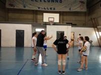 Alessandro Chiappini impegnato nella sessione di allenamento tecnico con l'under12-13 della Spoleto Academy Volley (foto Luca Cesaretti)