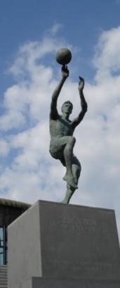 La statua raffigurante Petrovic, nella piazza a lui dedicata, accanto al suo Museo (Foto Croatia.org)
