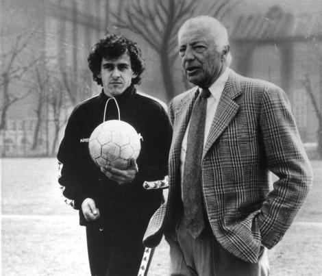 Il duo Michel Platini - Gianni Agnelli a un allenamento della Juventus. La coppia è stata simbolo della Juve negli anni '80
