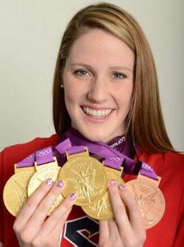 Missy Franklin sorride con le 5 medaglie olimpiche dello scorso anno (Photo Neil Leifer/SI)