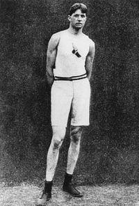 Ray Ewry, alto e snello, era 185cm per 79 kg