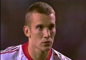 Gli occhi spiritati di Andriy Shevchenko sul dischetto della finale di Champions League 2003 contro la Juventus