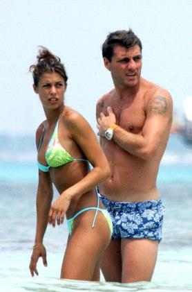 L'ex velina Elisabetta Canalis al mare con Bobo Vieri. La prima delle tante accoppiate calciatore-velina.