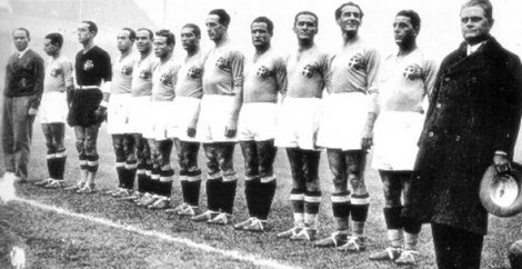 """La formazione dell'Italia protagonista in Inghilterra nell'epica sfida del 1934: presero il nome di """"Leoni di Highbury"""""""