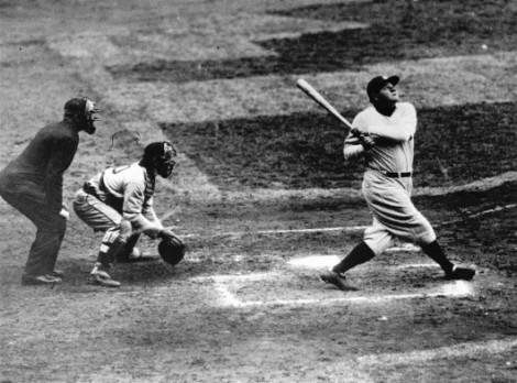 Babe Ruth nella sua tipica posizione di battuta