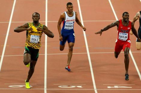 Usain Bolt festeggia la vittoria dei 200 metri al Mondiale di Pechino 2015 (foto Reuters/Fabrizio Bensch)