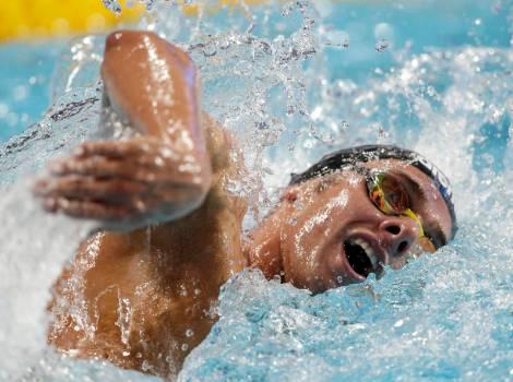 """Uno scatto """"live"""" di Gregorio Paltrinieri durante la gara dei 1500 stile libero vinta ai Mondiali di Kazan 2015 il 9 agosto (Photo by AP/Michael Sohn)"""