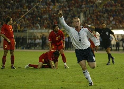 Skopje, Macedonia. Un 17enne Rooney festeggia il suo primo gol con la maglia della nazionale inglese
