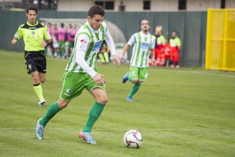 Alessio Di Massimo in azione con la maglia dell'Avezzano
