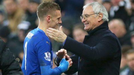Jamie Vardy e Claudio Ranieri, centravanti e allenatore, i due uomini simbolo del trionfo del Leicester nella Premier League 2015/2016 (Foto Fox Sport)