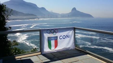 Un'immagine simbolica dell'Italia che guarda alle Olimpiadi al via domani a Rio (Foto Coni)
